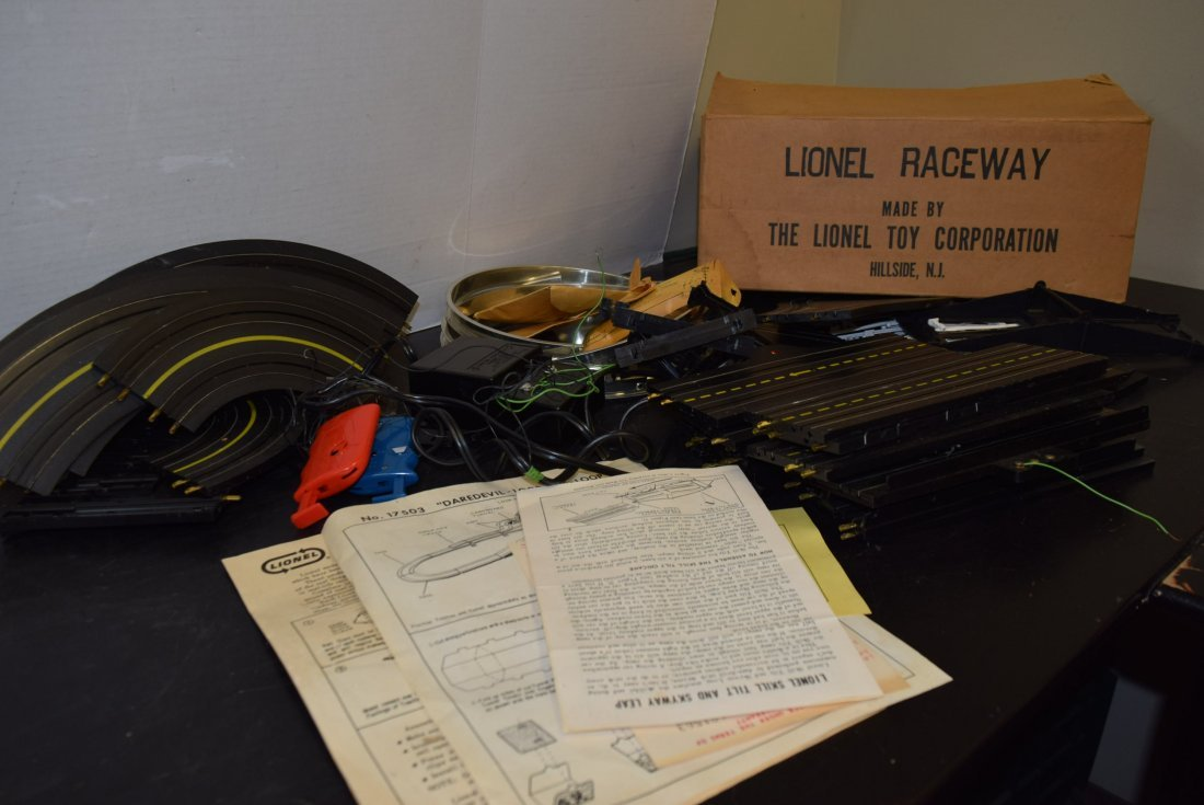 LIONEL 17503 DAREDEVIL LOOP-THE-LOOP RACEWAY