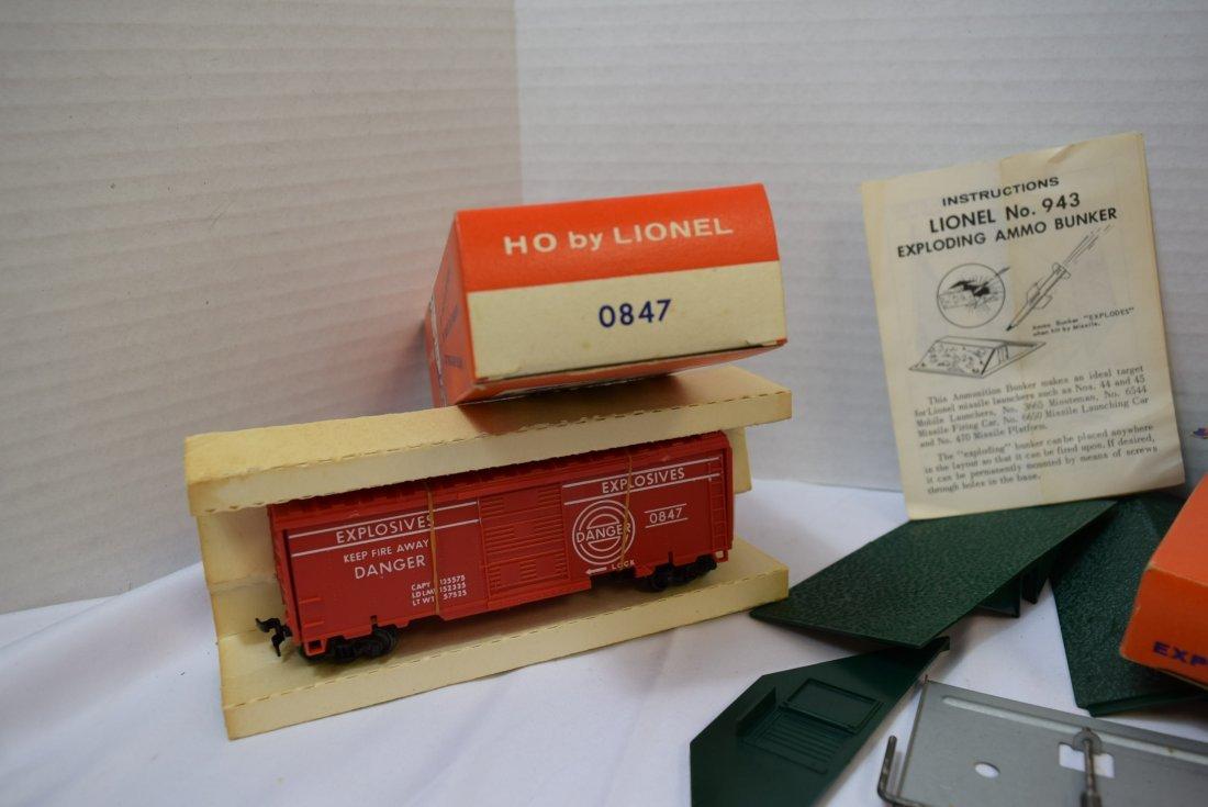 LIONEL HO RADAR ANTENNA; EXPLODING BOX CAR AND EXP - 7