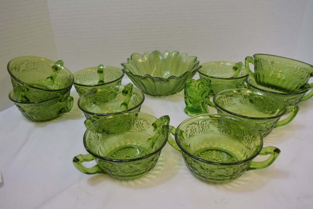 VINTAGE INDIANA GLASS 10 DAISY CREAM SOUP BOWLS &