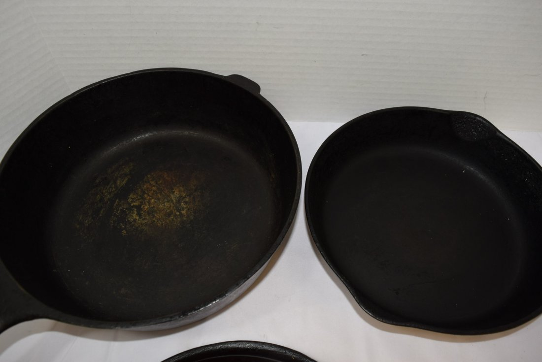 3 PIECES OF VINTAGE WAGNER WARE CAST IRON COOKWARE - 5