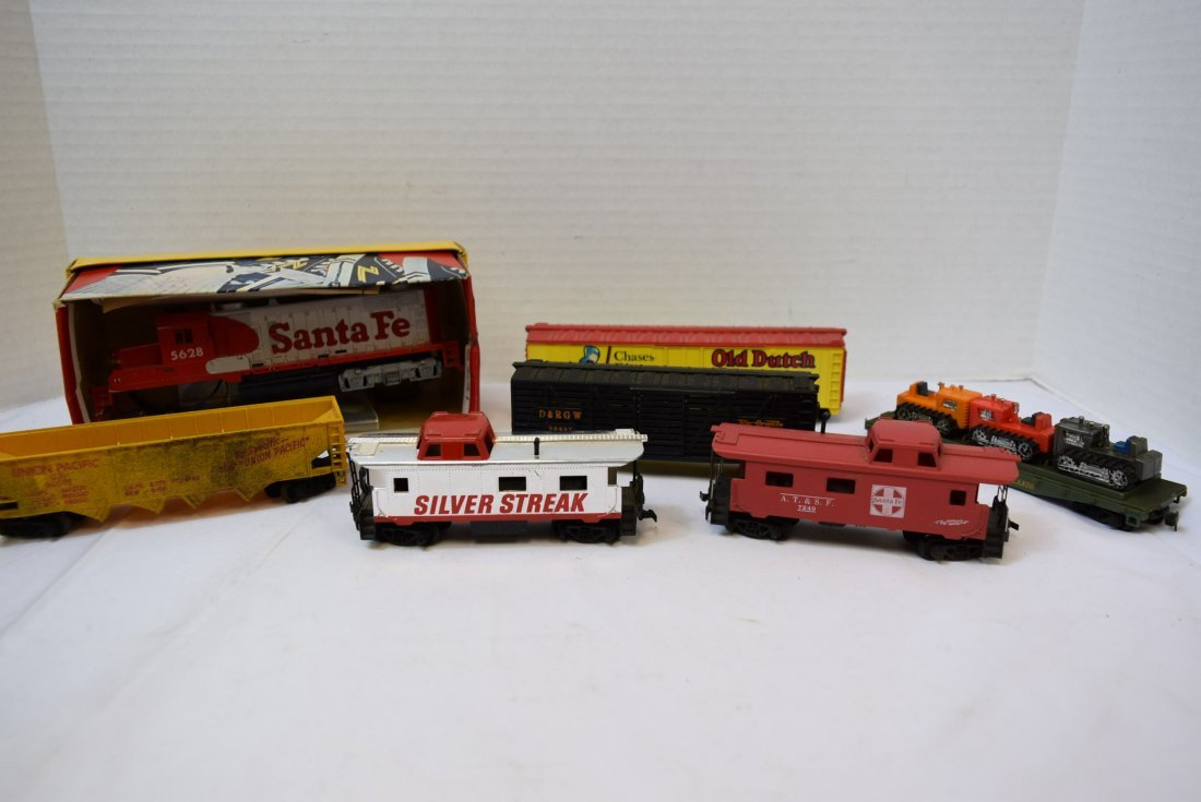 6 TYCO HO SCALE ROLLING CARS & LOCOMOTIVE 5628