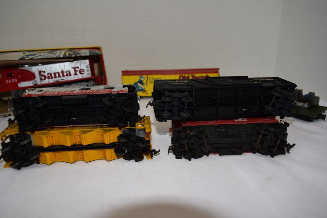 6 TYCO HO SCALE ROLLING CARS & LOCOMOTIVE 5628 - 5