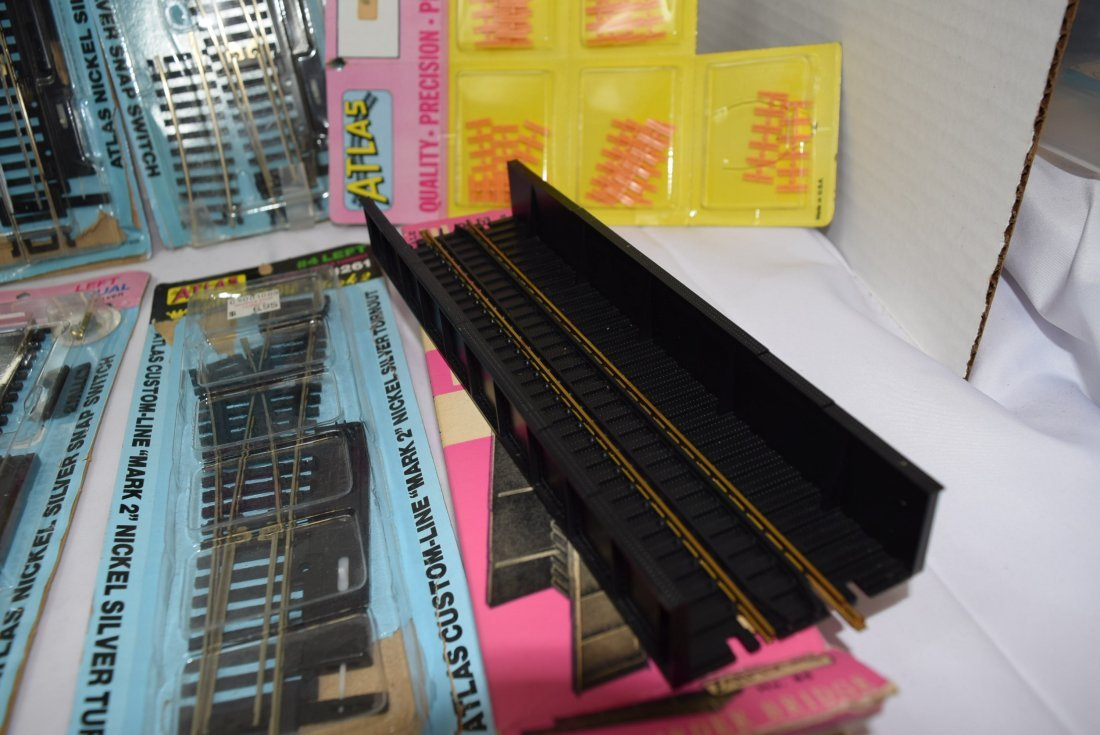 ATLAS HO SCALE TRACKS AND SUPPLIES - 5
