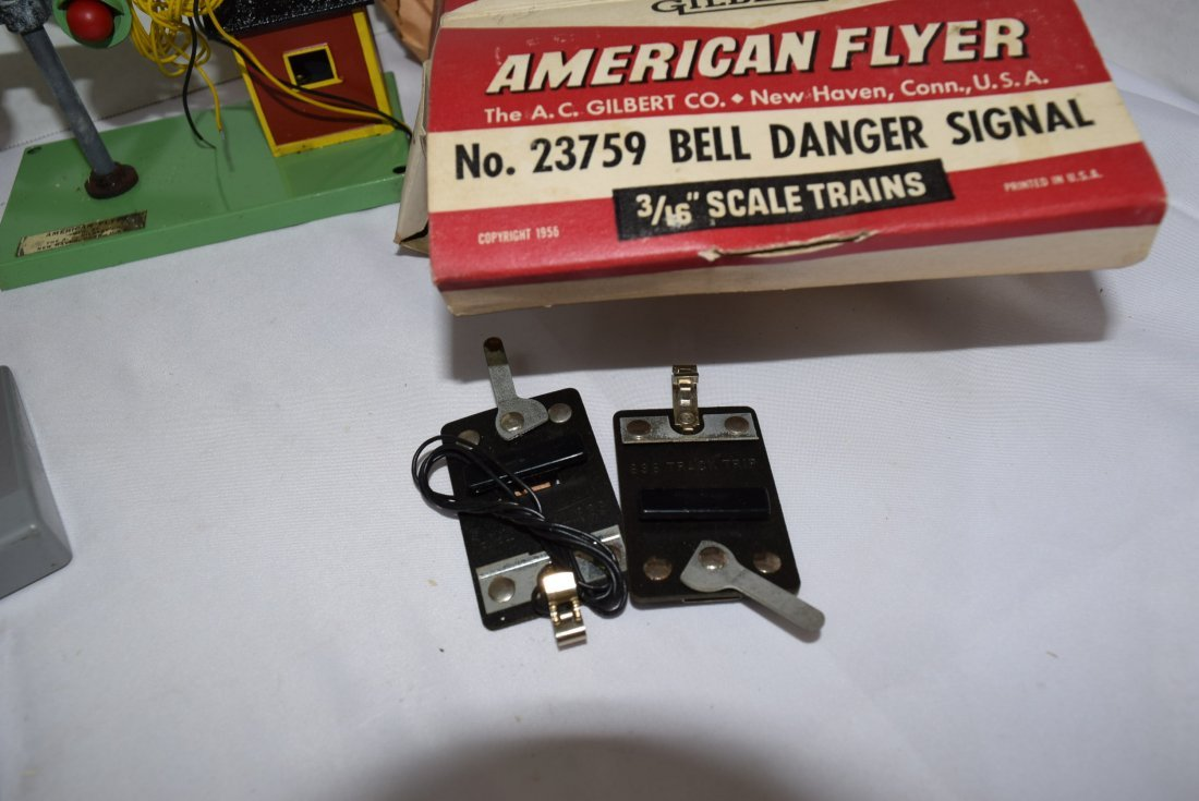 AMERICAN FLYER CROSSING GATE AND BELL DANGER SIGNA - 5
