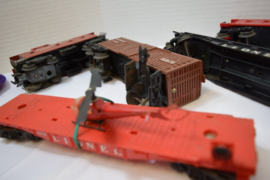 7 PIECE BOX LOT OF LIONEL AND OTHER ROLLING TRAIN - 8