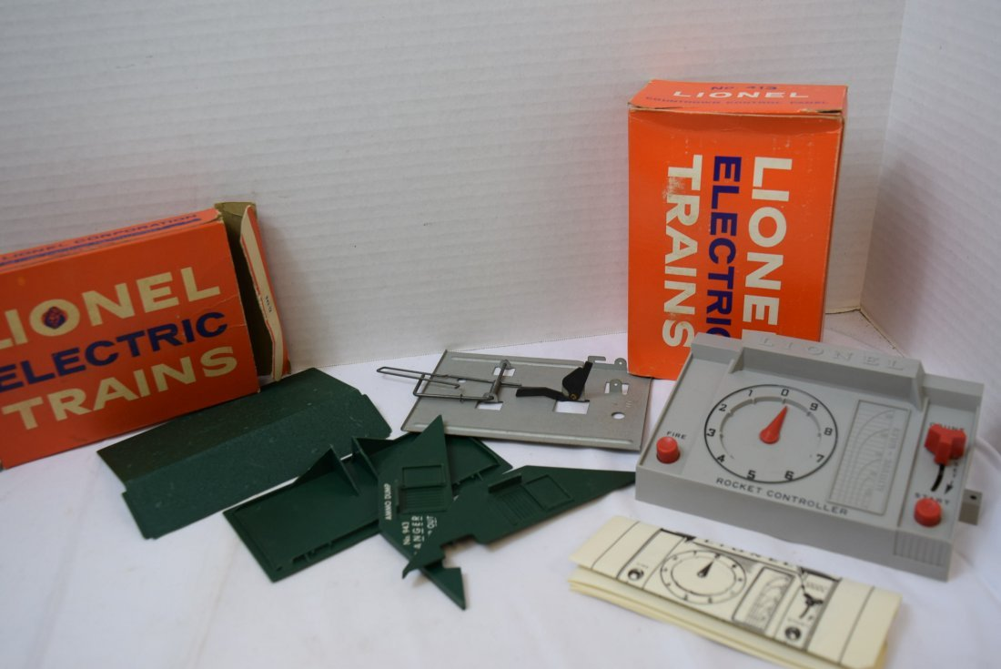 LIONEL CONTROL PANEL AND EXPLODING DUMP