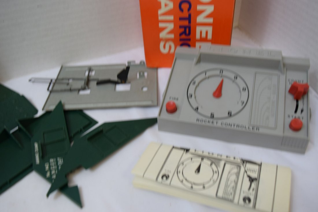 LIONEL CONTROL PANEL AND EXPLODING DUMP - 2