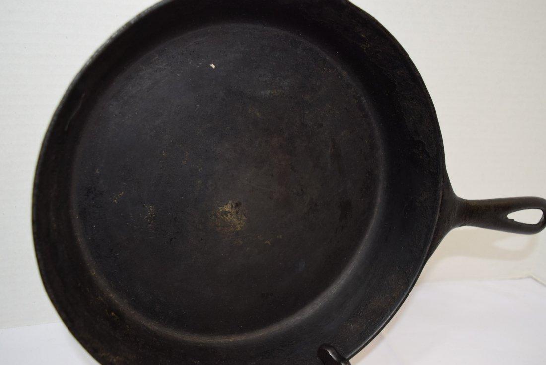 VINTAGE GRISWOLD NO.8 CAST IRON SKILLET/PAN - 2