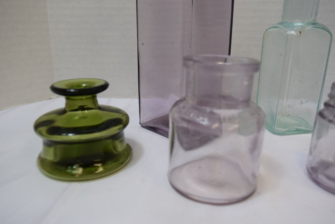 7 VARIOUS ANTIQUE BOTTLES IN VARIOUS COLORS - 3