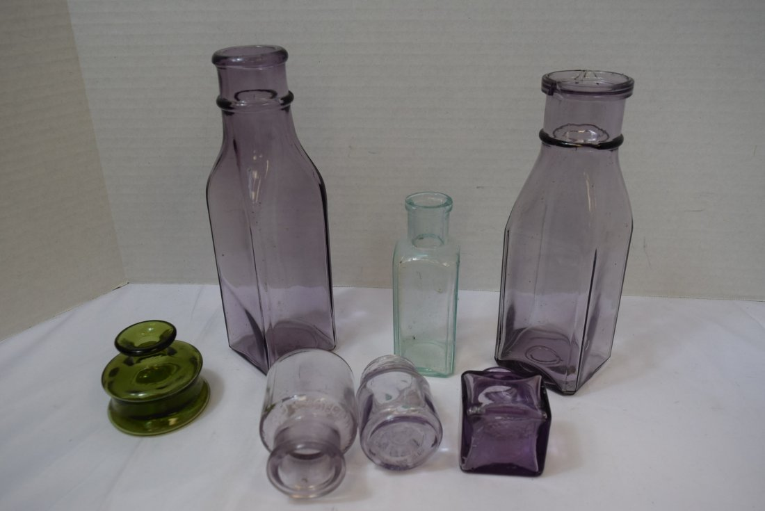7 VARIOUS ANTIQUE BOTTLES IN VARIOUS COLORS - 7