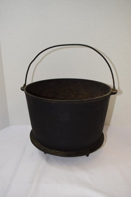 VINTAGE CAST IRON WAGNER #8 BEAN POT