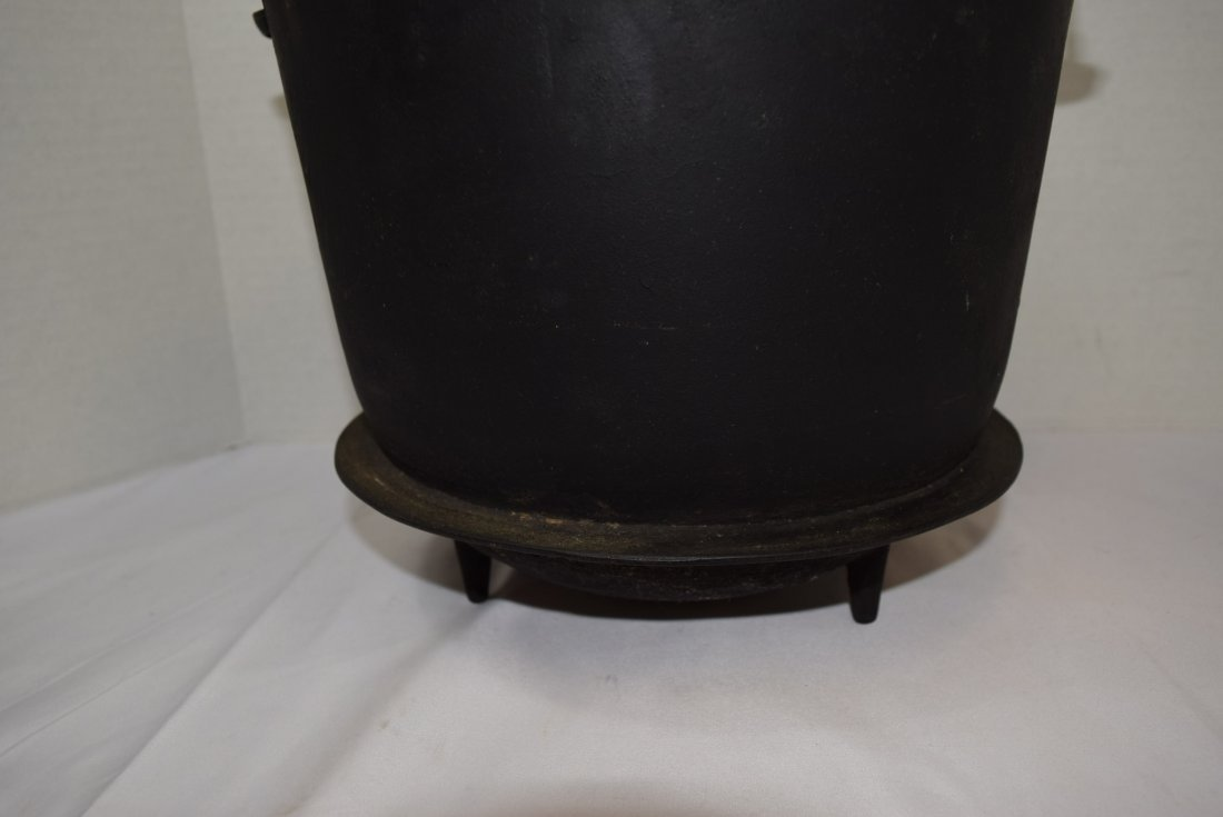 VINTAGE CAST IRON WAGNER #8 BEAN POT - 2