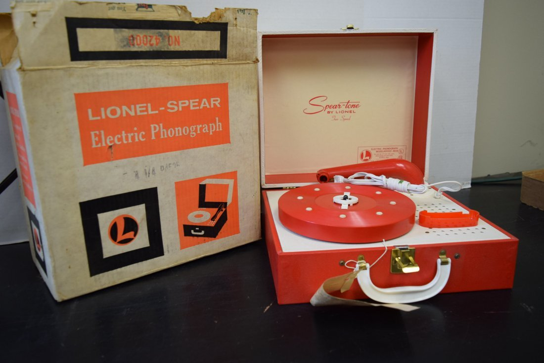 VINTAGE LIONEL ELECTRIC PHONOGRAPH IN BOX