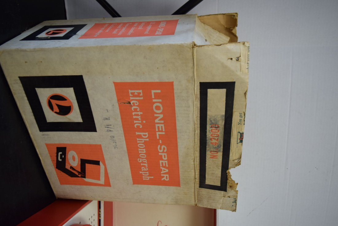 VINTAGE LIONEL ELECTRIC PHONOGRAPH IN BOX - 3