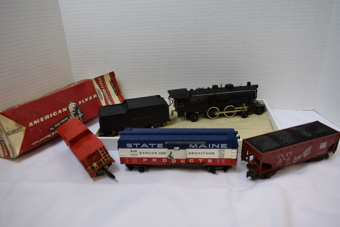 AMERICAN FLYER LOCOMOTIVE TRAIN AND CARS