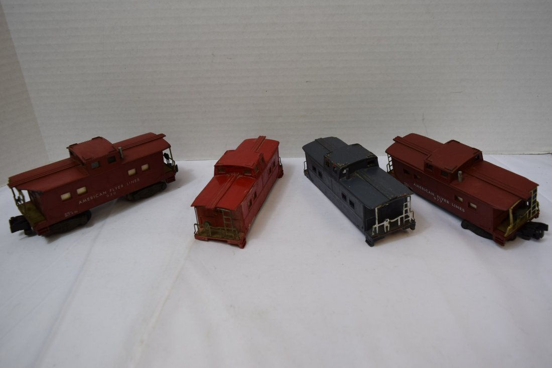 4 AMERICAN FLYER CABOOSES
