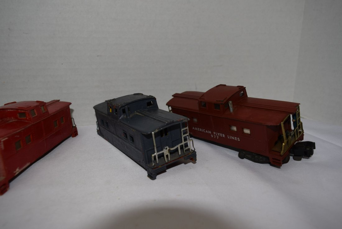 4 AMERICAN FLYER CABOOSES - 3