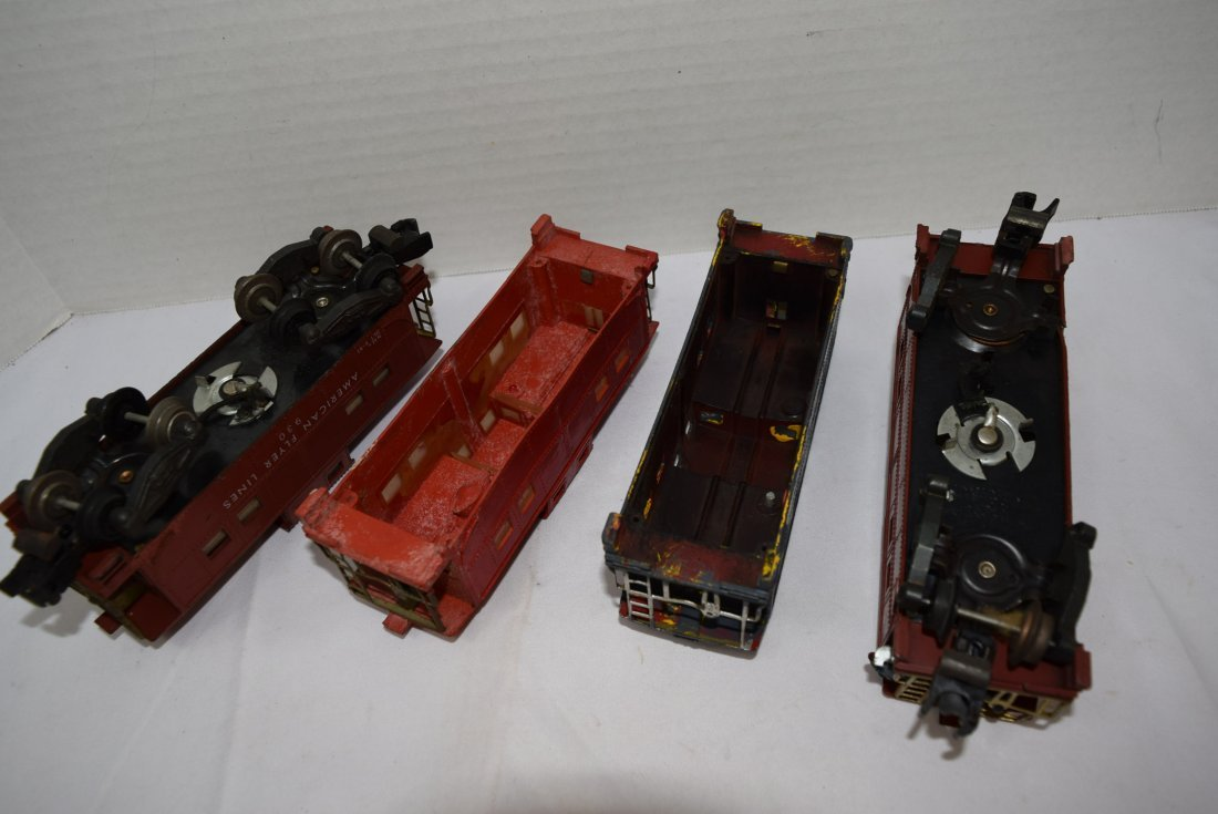 4 AMERICAN FLYER CABOOSES - 4
