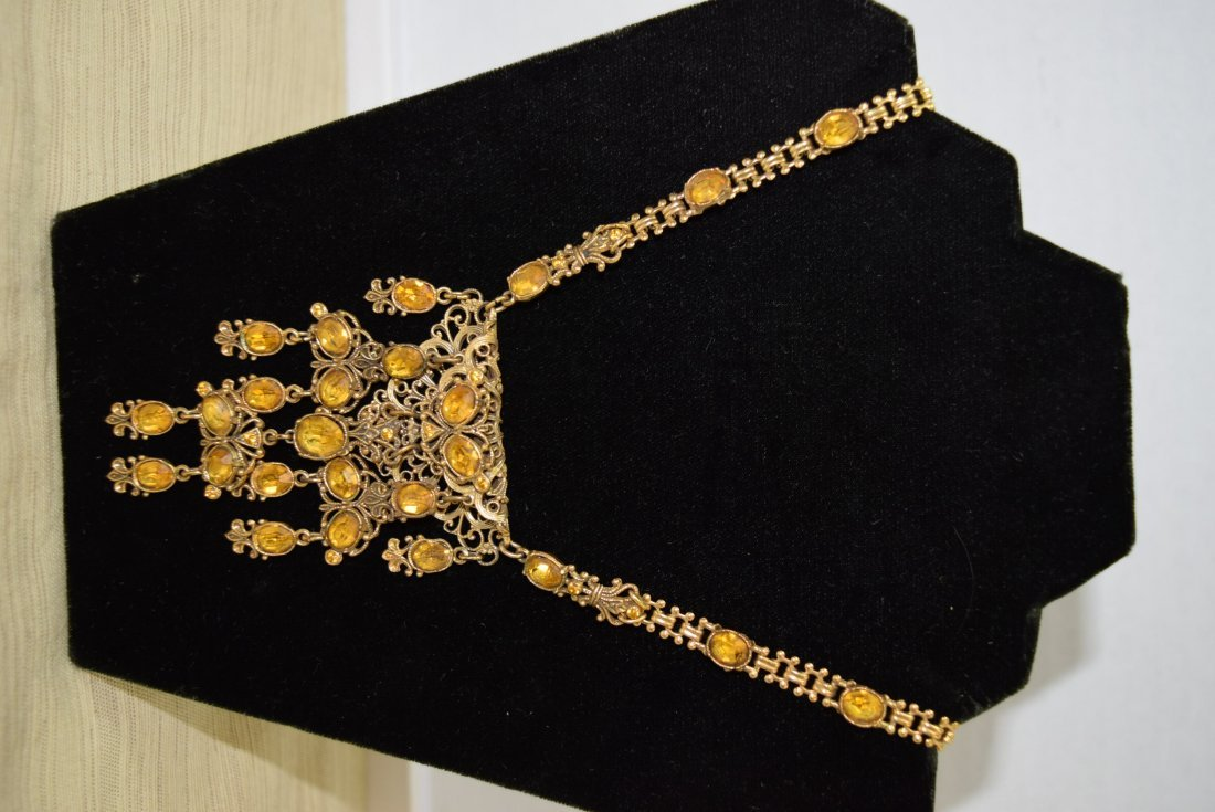 GOLD COLORED CHAIN NECKLACE WITH YELLOW STONES