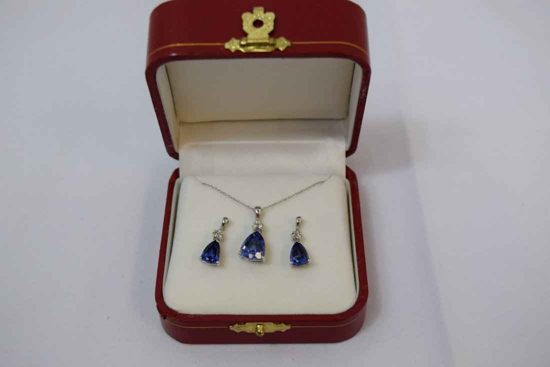 14K WHITE GOLD; DIAMOND; AND SAPPHIRE NECKLACE AND