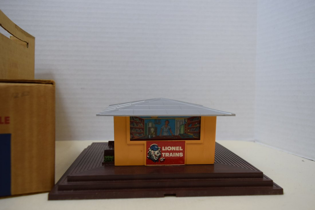 LIONEL NEWSSTAND WITH WHISTLE - 2