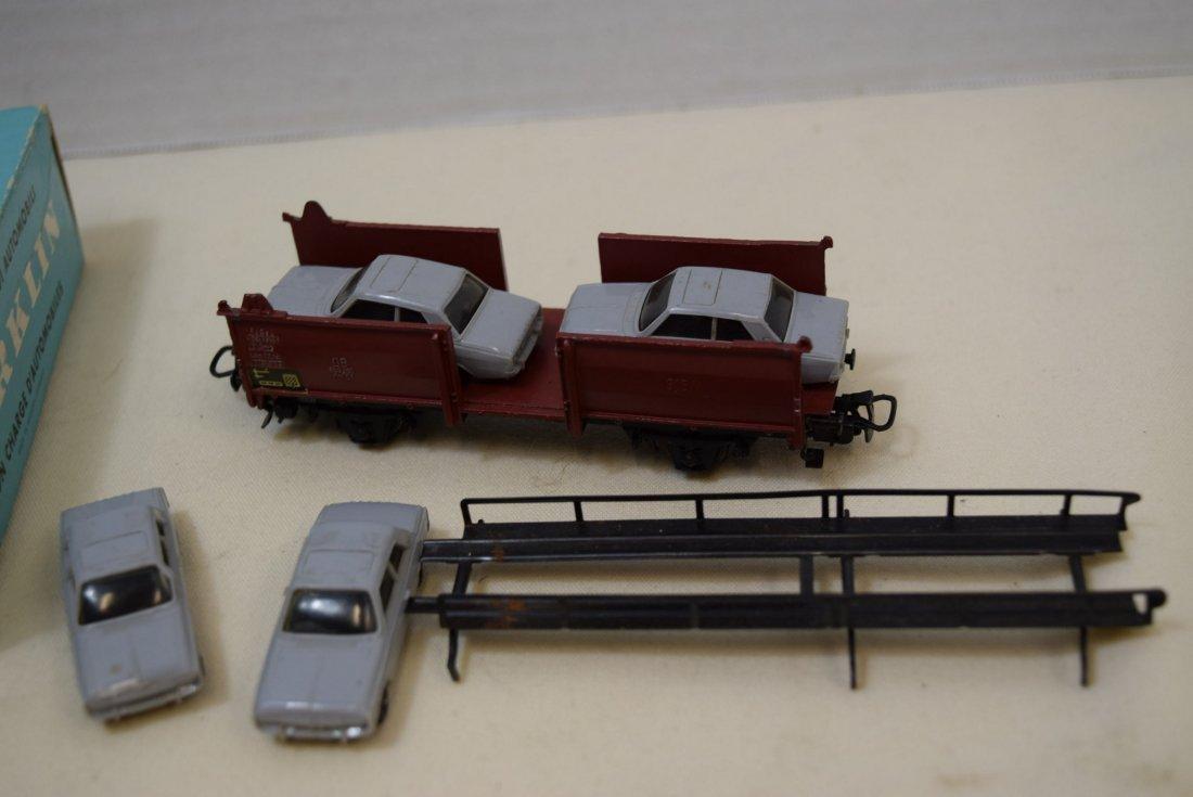 MARKLIN HO CAR TRANSPORTER WAGON WITH 4 CARS - 4