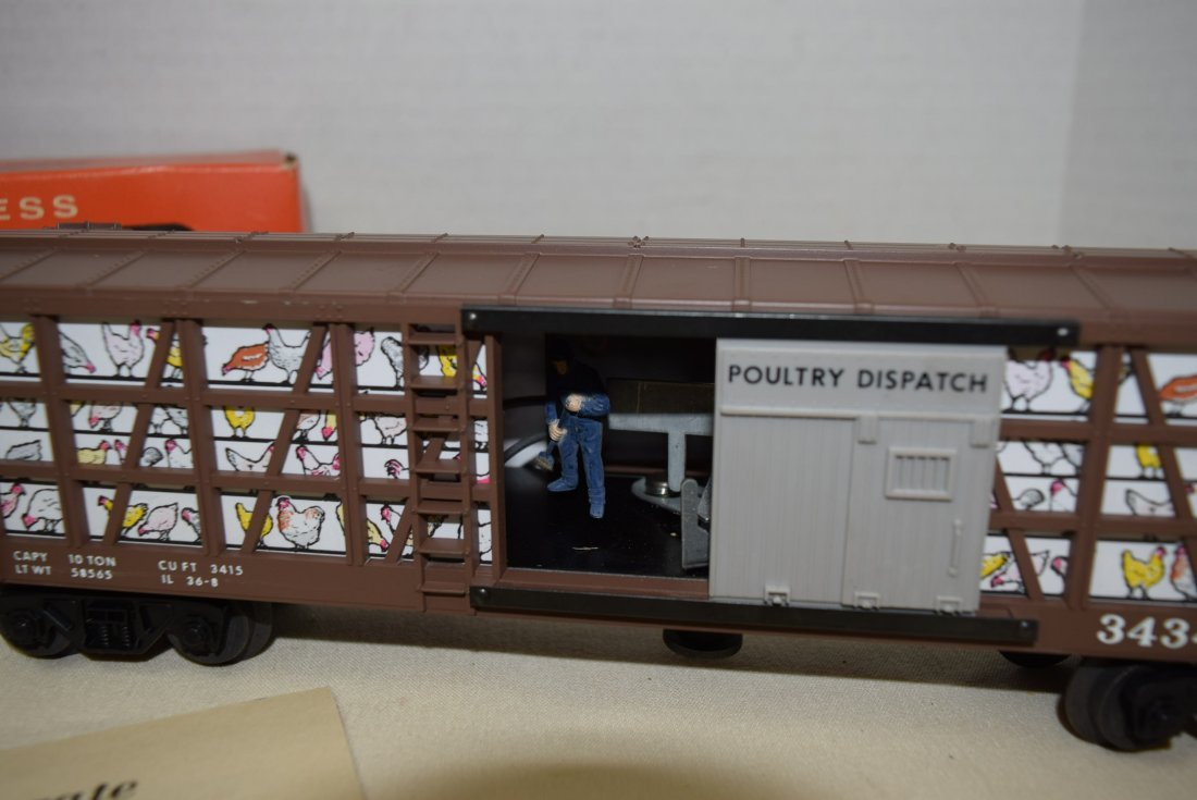 LIONEL OPERATING CHICKEN/POULTRY CAR WITH SWEEPER - 2
