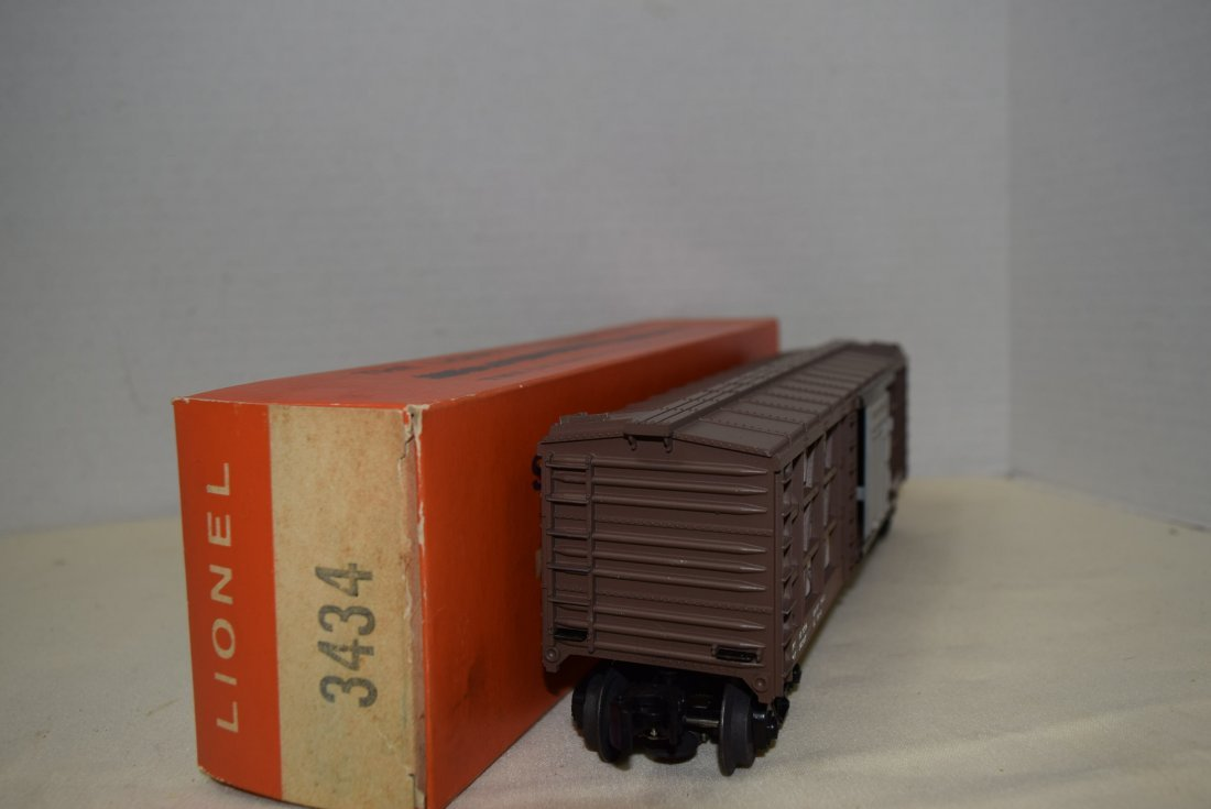 LIONEL OPERATING CHICKEN/POULTRY CAR WITH SWEEPER - 5