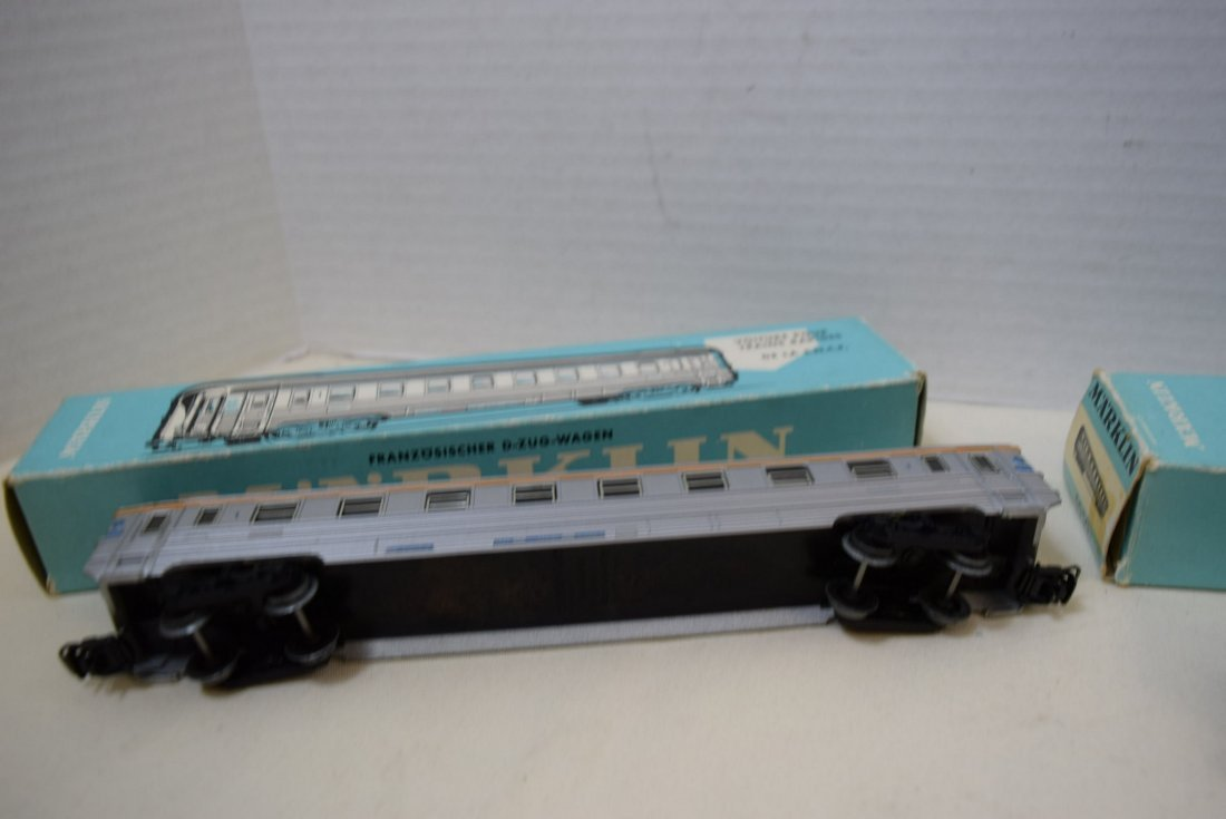 MARKLIN HO SBB CFF PASSENGER AND RESTAURANT WAGON - 4
