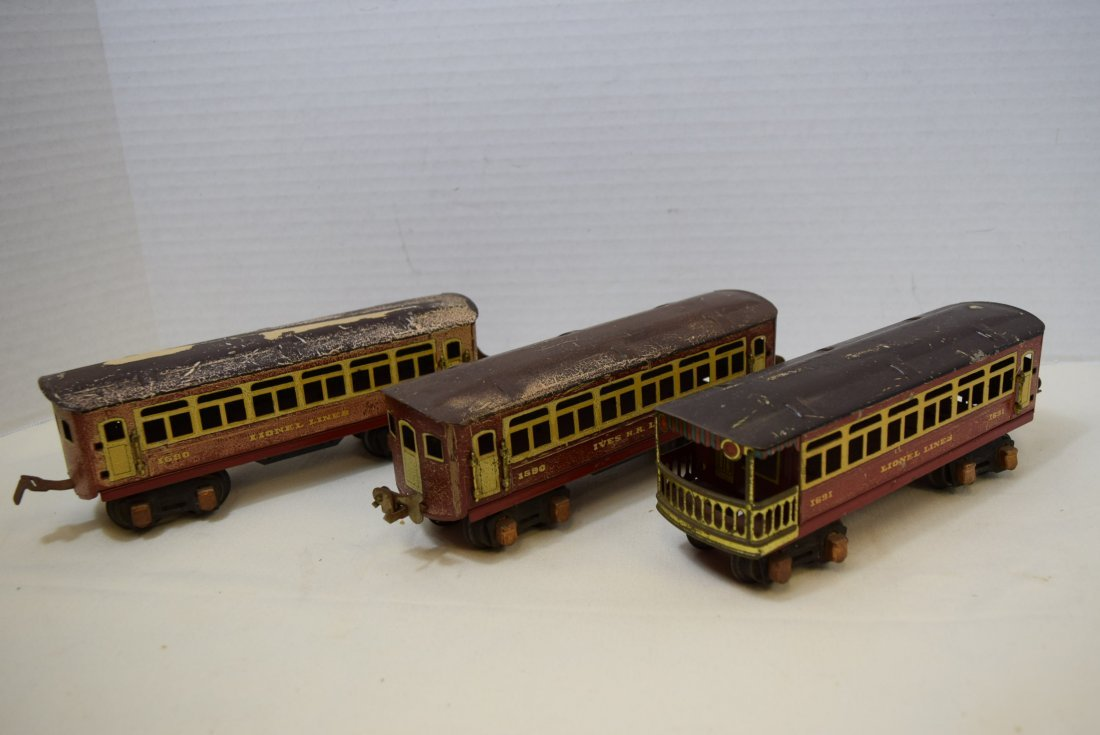 2 PASSENGER PULLMANS AND 1 OBSERVATION CAR BY LION