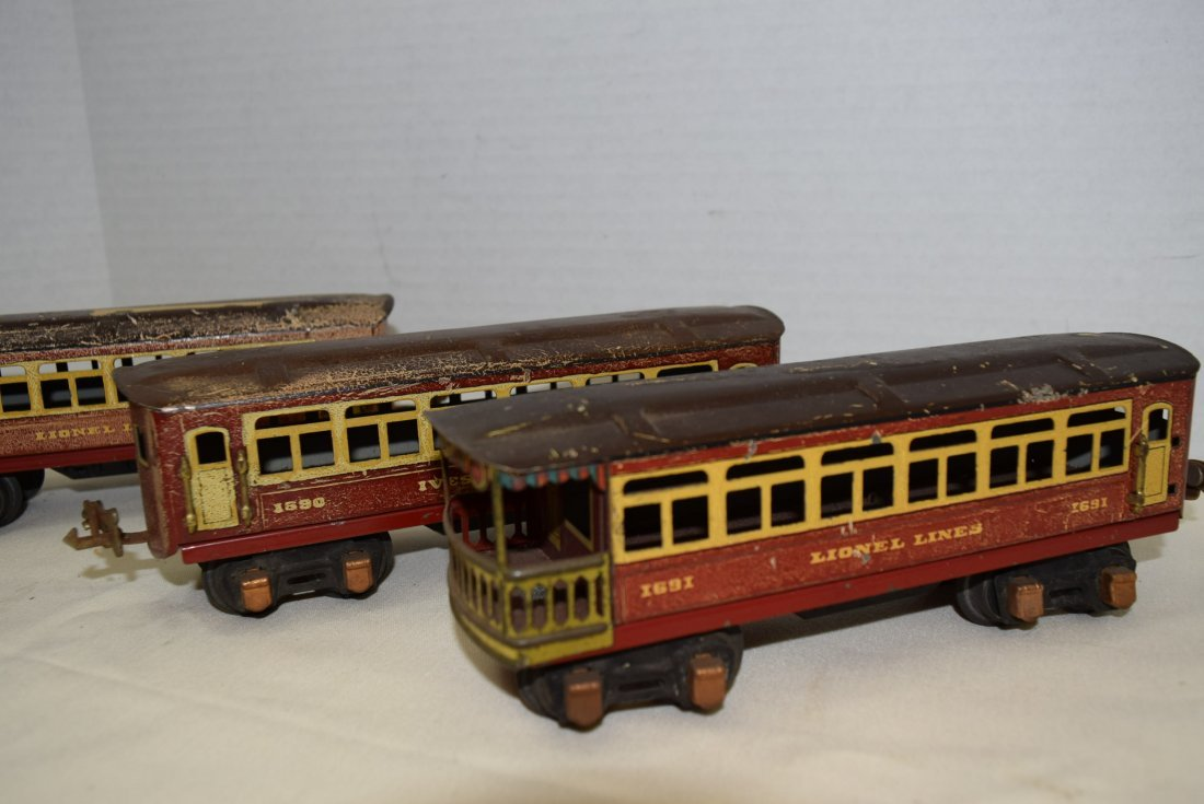2 PASSENGER PULLMANS AND 1 OBSERVATION CAR BY LION - 2