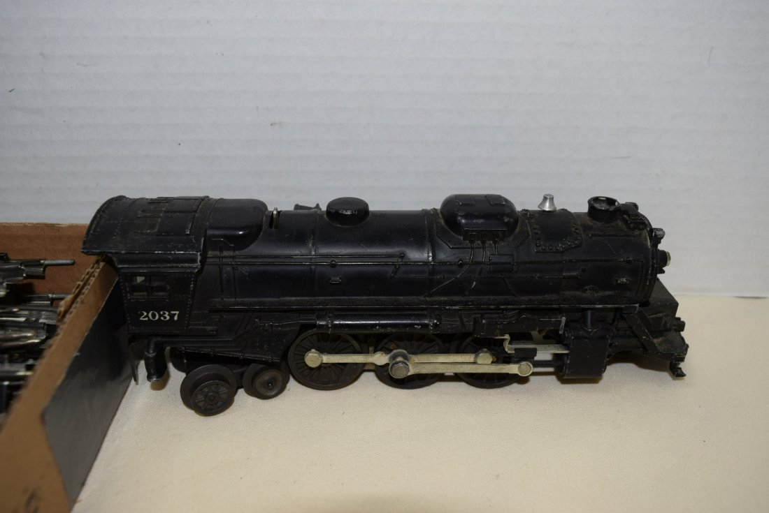 LIONEL LOCOMOTIVE AND TENDER WITH TRACKS - 3