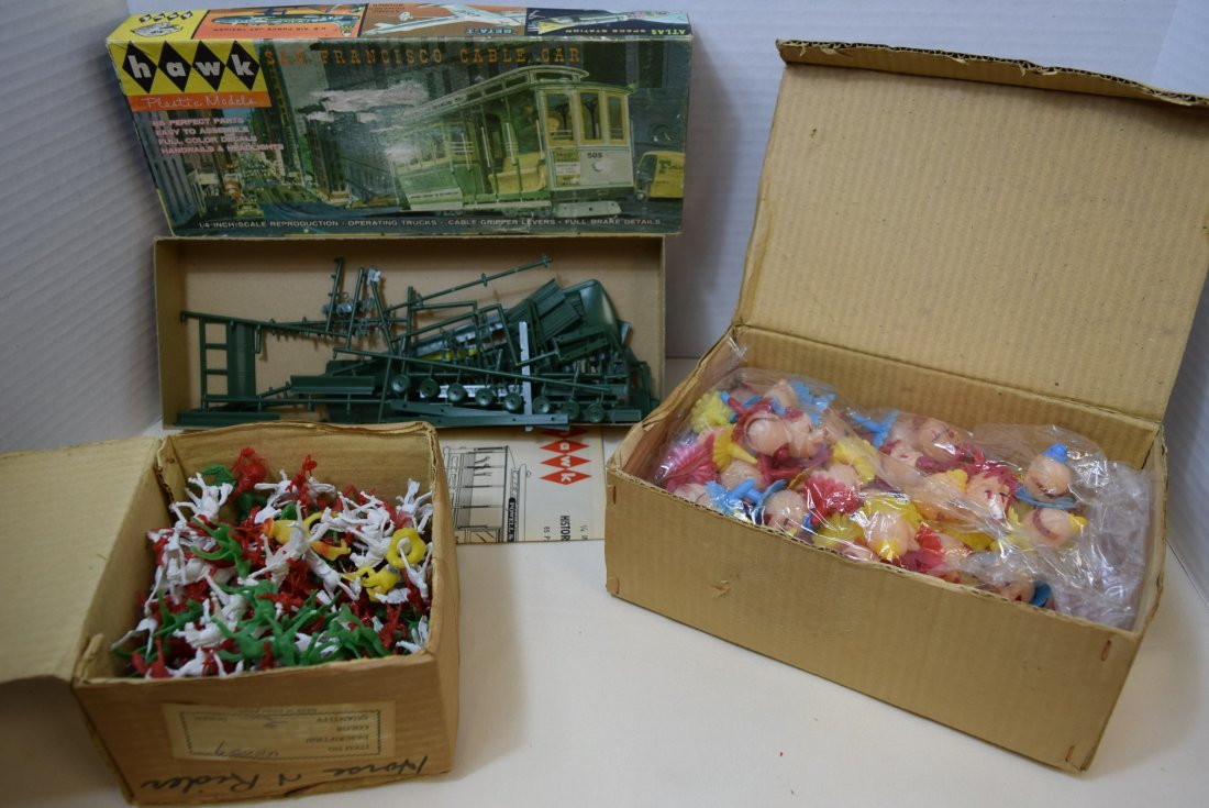 VINTAGE PLASTIC PARTY FAVORS AND TOPPERS; CLOWNS;