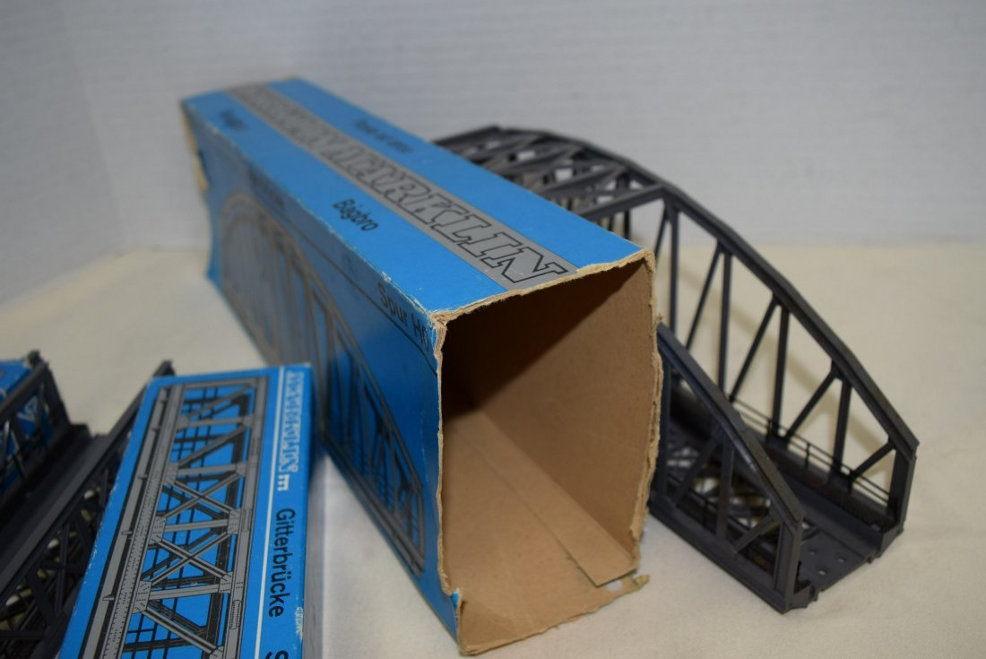 MARKLIN 2 TRUSS BRIDGES AND ONE ARCH BRIDGE - 5