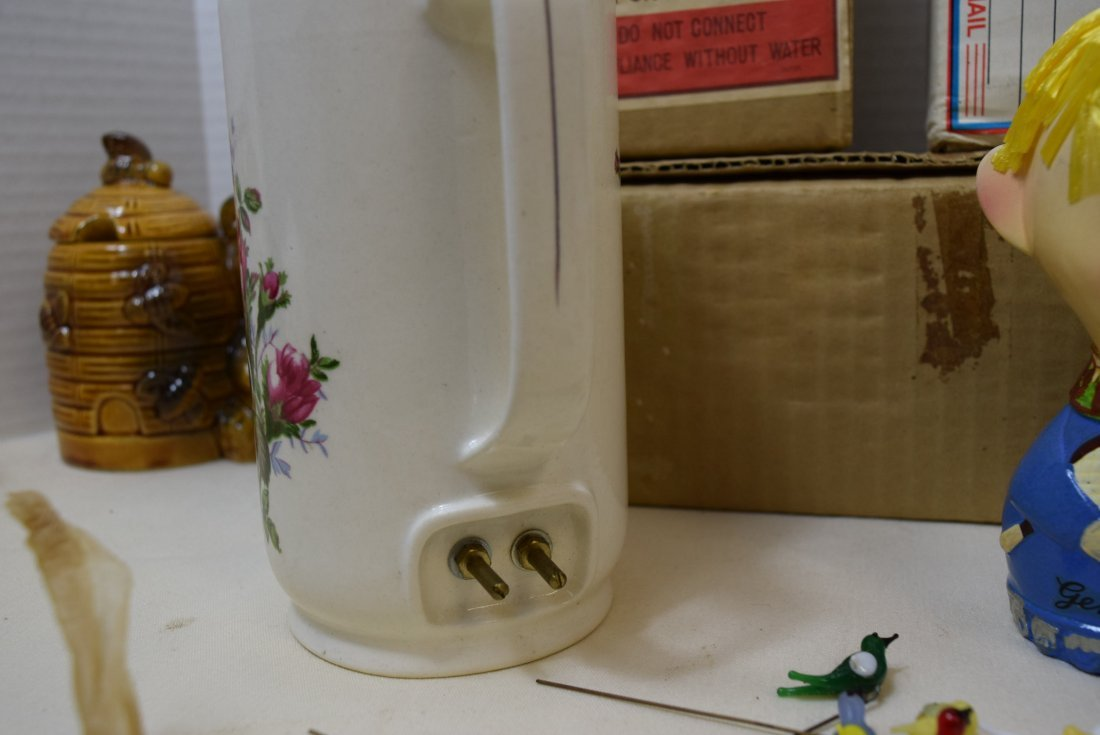 VINTAGE CERAMIC AND GLASS PIECES - 10