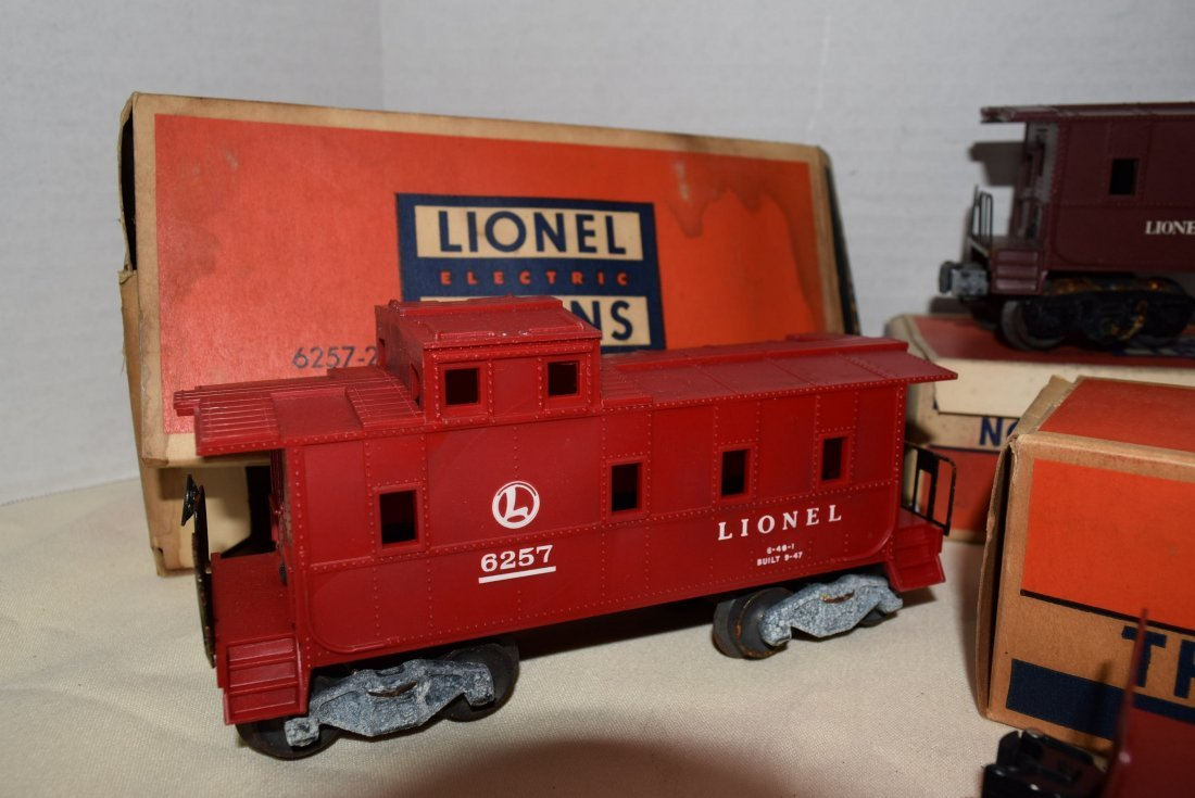 2 LIONEL CABOOSES; FLAT CAR AND RINGING HIGHWAY SI - 3
