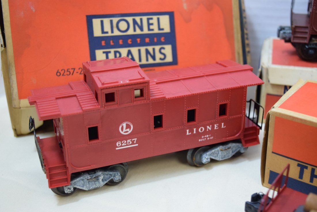 2 LIONEL CABOOSES; FLAT CAR AND RINGING HIGHWAY SI - 4