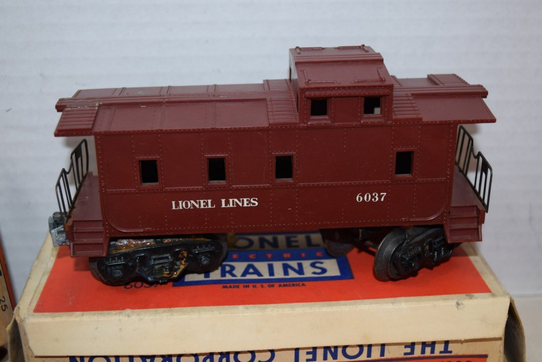 2 LIONEL CABOOSES; FLAT CAR AND RINGING HIGHWAY SI - 5