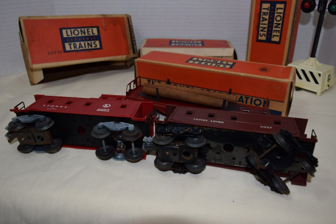 2 LIONEL CABOOSES; FLAT CAR AND RINGING HIGHWAY SI - 7