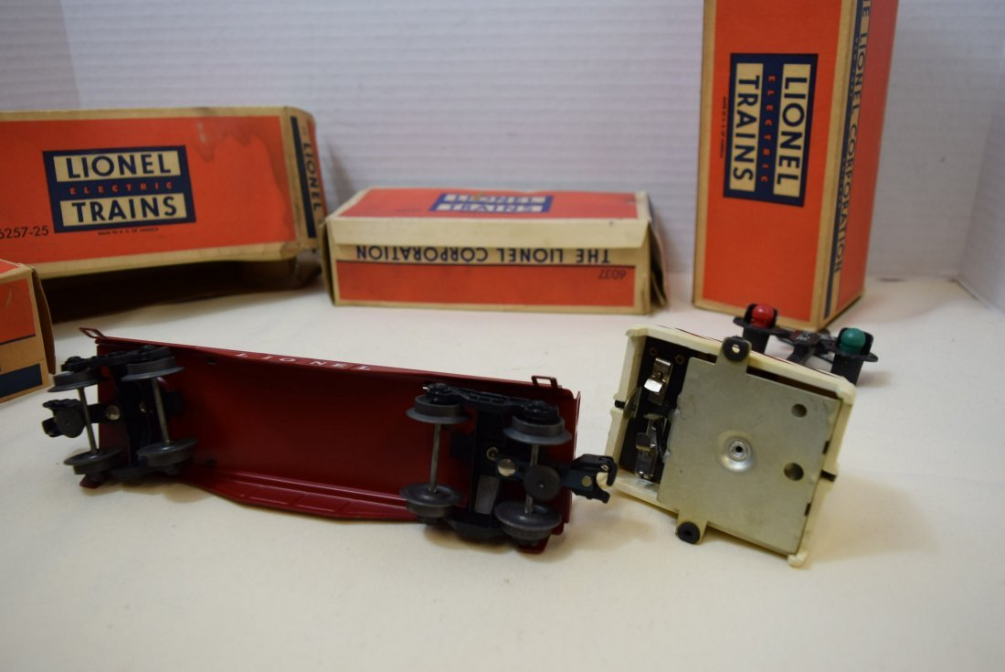 2 LIONEL CABOOSES; FLAT CAR AND RINGING HIGHWAY SI - 8