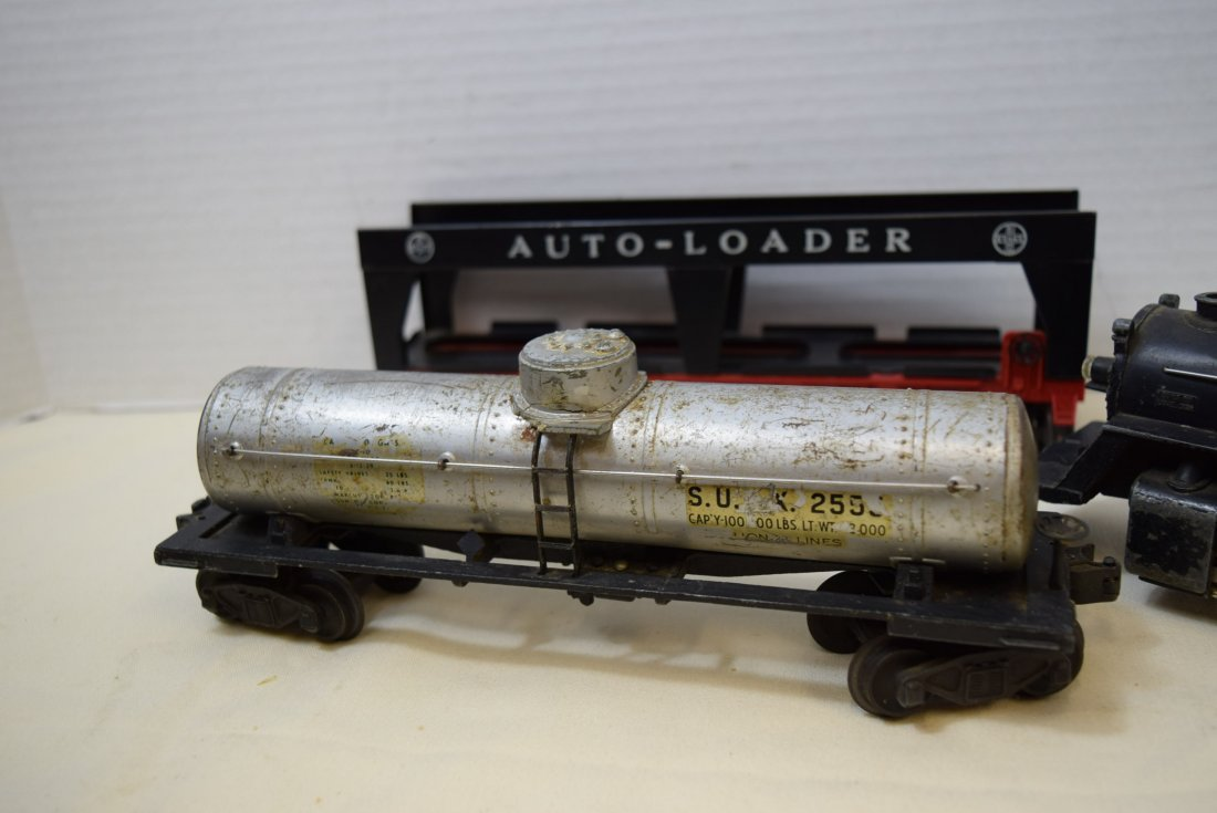 LIONEL LOCOMOTIVE AND 3 ROLLIING CARS - 3
