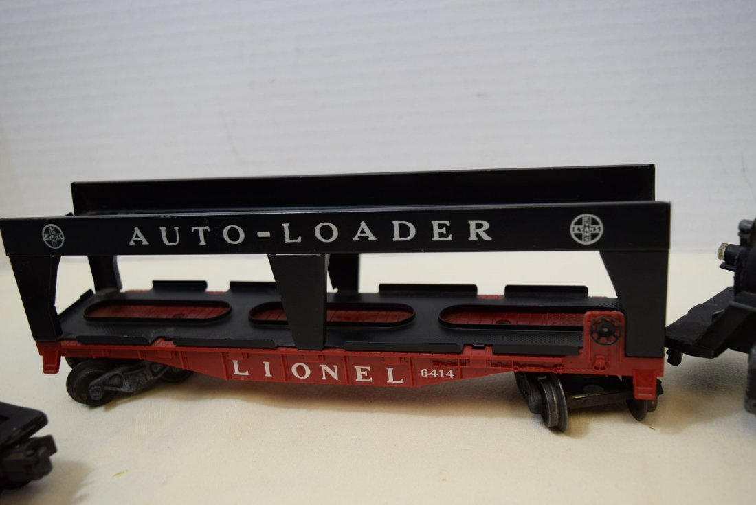 LIONEL LOCOMOTIVE AND 3 ROLLIING CARS - 4