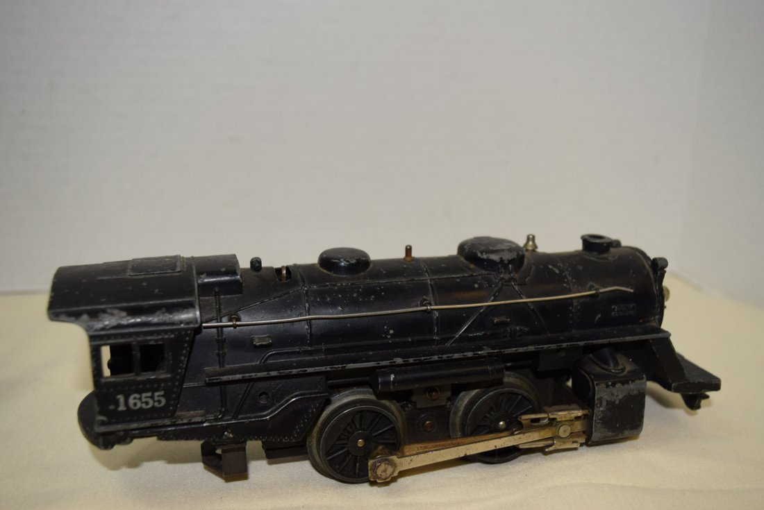 LIONEL LOCOMOTIVE AND 3 ROLLIING CARS - 7