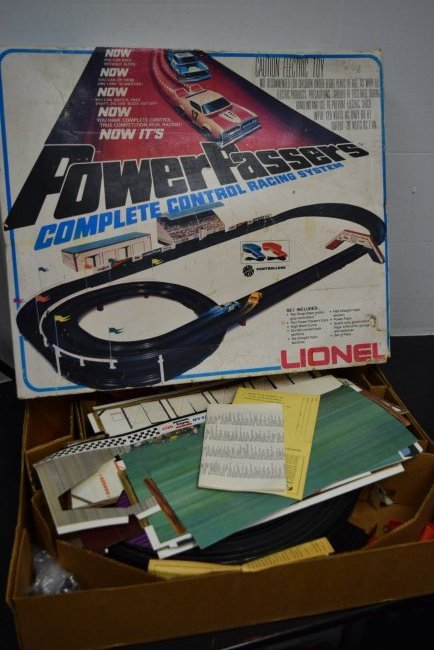 LIONEL POWER PASSERS RACING SYSTEM IN BOX