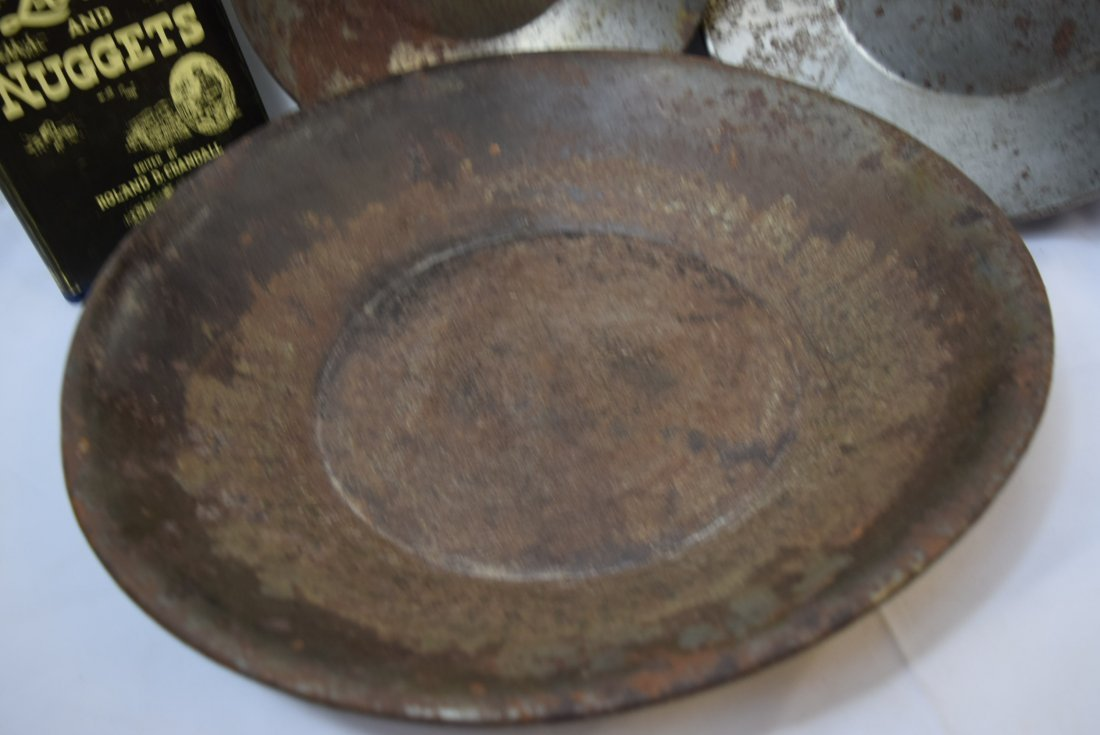 3 VINTAGE PRIMITIVE GOLD MINING PANS AND A BOOK - 2