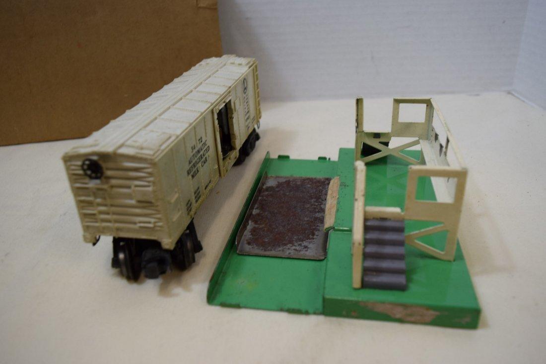 LIONEL OPERATING MILK CAR WITH PLATFORM - 5