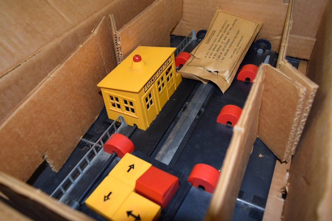 LIONEL ENGINE TRANSFER TABLE IN ORIGINAL BOX - 4