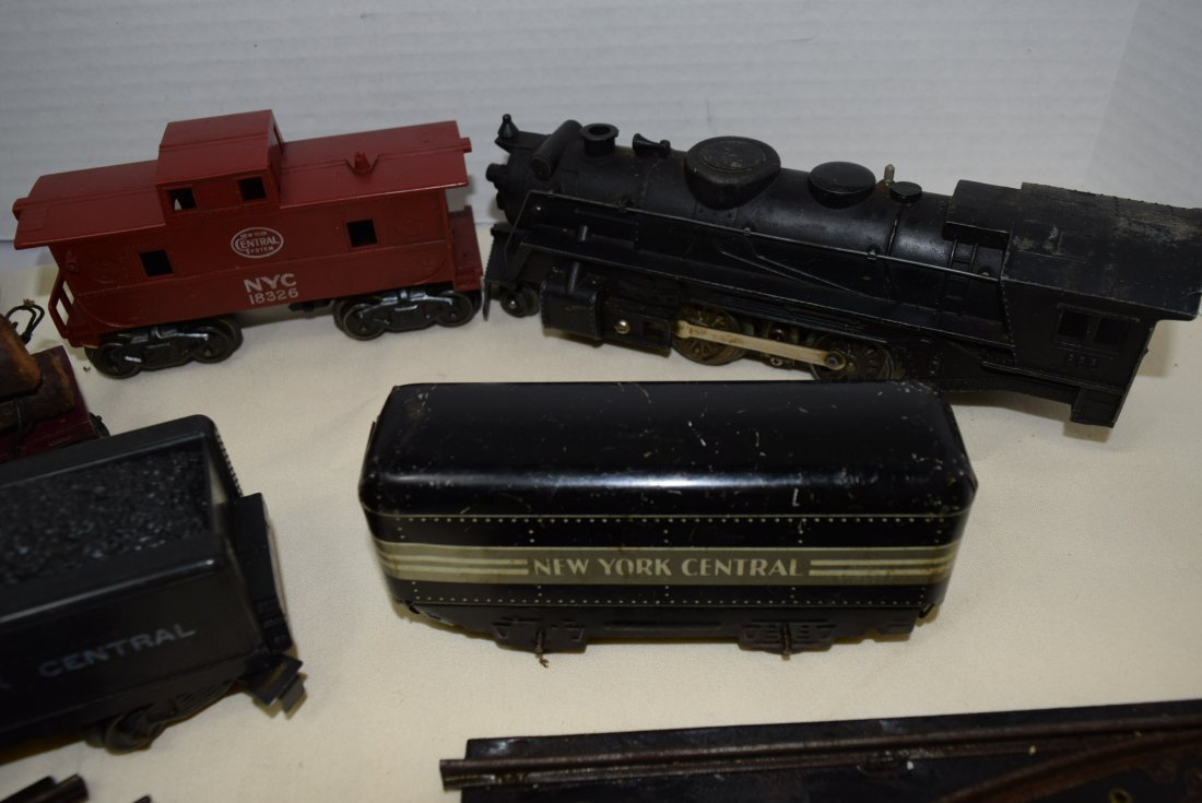 MARX LOCOMOTIVE AND TENDER PLUS MORE. UNTESTED - 5
