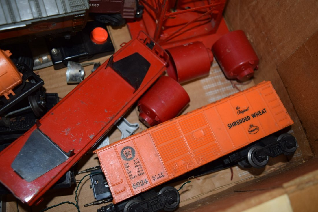 GRAB BAG LOT LIONEL BOX WITH ROLLING CARS; TRANSFO - 4