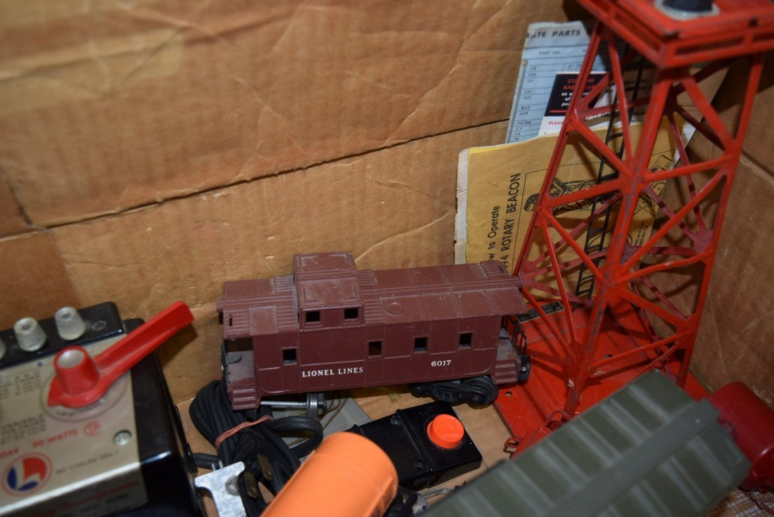 GRAB BAG LOT LIONEL BOX WITH ROLLING CARS; TRANSFO - 6